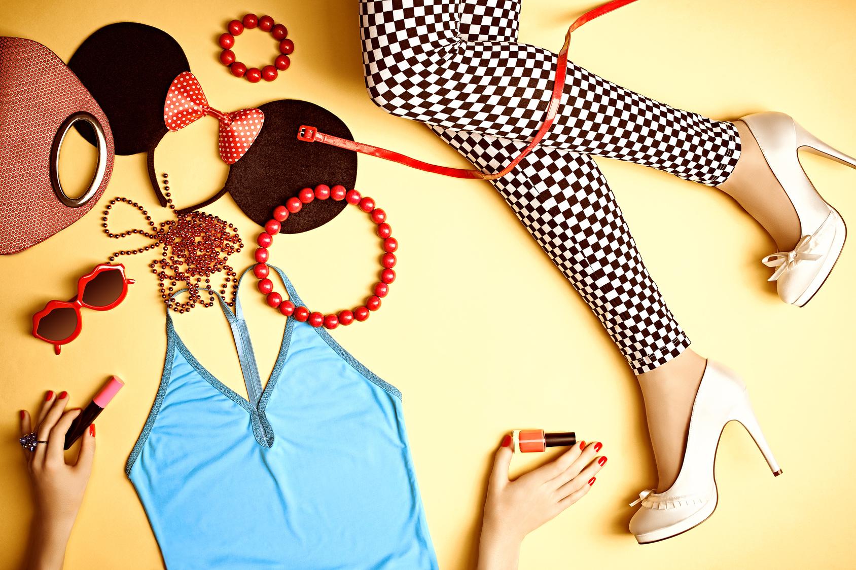 Rüsten Sie Ihren Stil mit diesen modernen Designer- Kleider und Accessoires